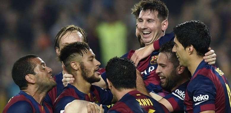 Messi-disfruta-companeros-levantaron-andas_OLEIMA20141122_0173_23