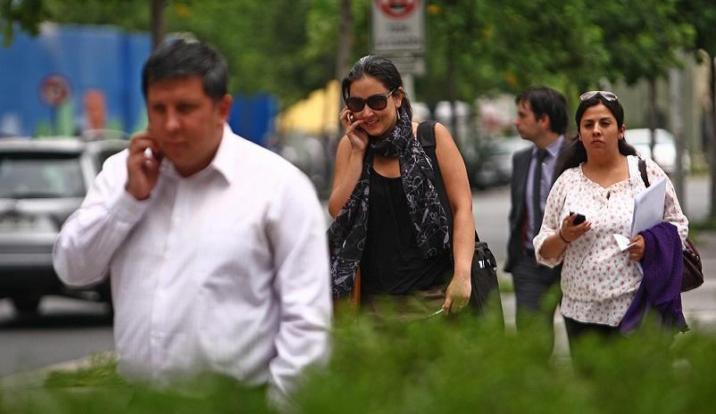 Gente Hablando por Celular