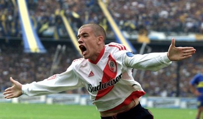 FUTBOL ARGENTINO MEXSPORT DIGITAL IMAGE 01 June 2003:  Action photo of Andres D'Alessandro of River Plate celebrating a goal scored against Boca Juniors. River drew 2-2./Foto de accion de Andres D'Alessandro de River Plate celebrando un gol anotado en contra de Boca Juniors. River empato 2-2. MEXSPORT/PHOTOGAMMA