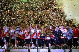 Buenos Aires: River Plate se consagró esta noche bicampeón de la Recopa Sudamericana de fútbol, su décimo título internacional, al vencer en la final a Independiente Santa Fe de Bogotá, Colombia, por 2 a 1. Foto: Alejandro Santa Cruz/Télam/cf 25/08/2016
