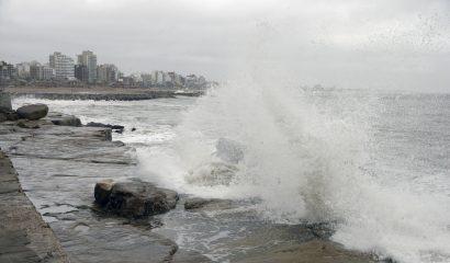 Télam, 13/09/2016 Mar del Plata - Suspenden las clases en Mar del Plata y Miramar por vientos fuertes, en tanto sobre la costa se registran grandes oleadas. Foto: Alejandro Moritz