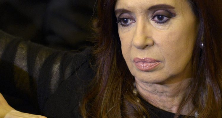 Cristina Kirchner devolvería dinero para no ir presa