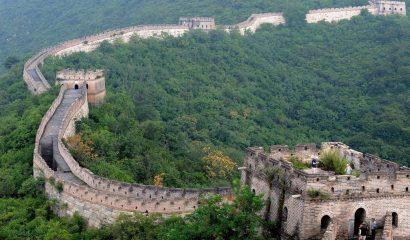 MCX60 PEKÍN (CHINA) 20/08/08.- Varios turistas visitan la Gran Muralla China en Huairou County, un ala que alcanza 72 kiómetros y que conecta Juyongguan Pass, en el oeste, y Gubeikou, en el este, en Pekín (China), hoy miércoles 20 de agosto. Los expertos de la industria turística estiman que los visitantes de los Juegos Olímpicos gastarán más de 3.060 millones de euros en el país asiático. EFE/Matt Campbell