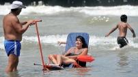 discapacitados en la playa.jpg1