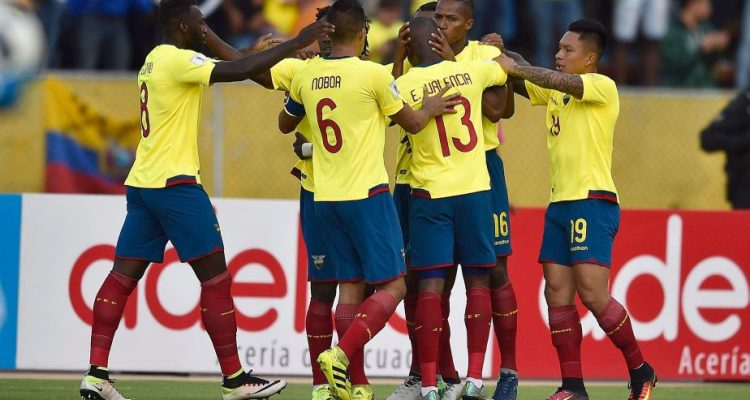 Ecuador's Luis Antonio Valencia (2-R) celebrates with teammates after scoring against Chile during their Russia 2018 World Cup football qualifier match in Quito, on October 6, 2016. / AFP / RODRIGO BUENDIA