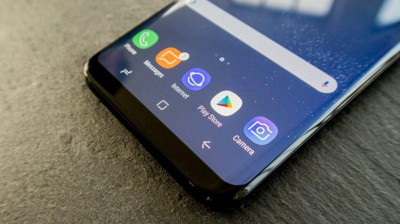 2bc08554675 En febrero, Samsung, la compañía de Corea del Sur, anunciará su nuevo buque  insignia, el Galaxy S9, y ya se filtraron imágenes donde se puede ver cómo  será ...