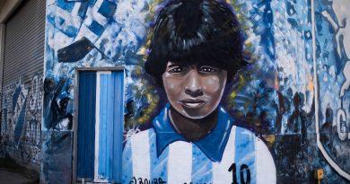 """Koeman, DT de Messi, afirma que Maradona """"ha sido el mejor del mundo en su época"""""""