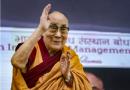 El Dalai Lama llama a vacunarse contra el coronavirus tras recibir la primera dosis